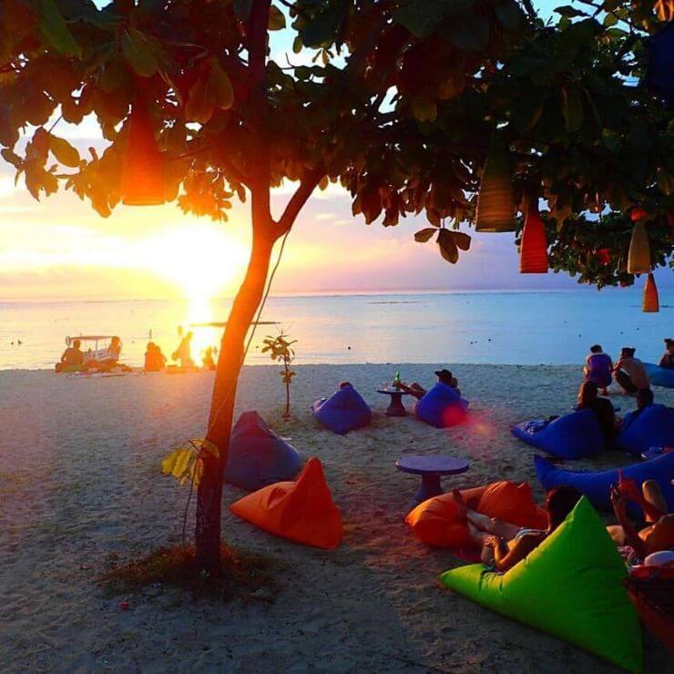 Top 8 Spots to Drink and Watch the Sunset on Nusa Lembongan - BLUE CORNER BAR AND RESTAURANT