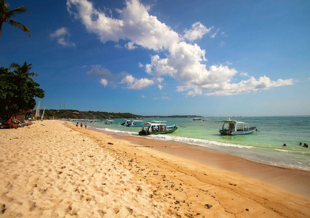 JUNGUT BATU IS PROBABLY THE BUSIEST OF ALL BEACHES OF NUSA LEMBONGAN