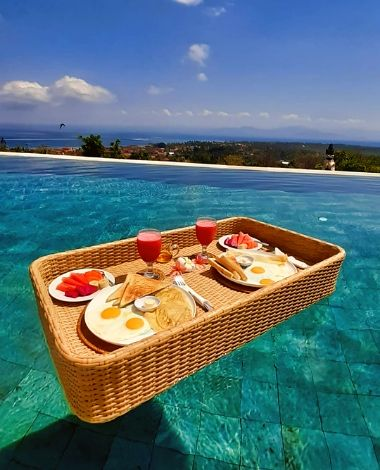 BOOKING VILLA 353 DEGREES NORTH ON NUSA LEMBONGAN, BALI - FLOATING BREAKFAST