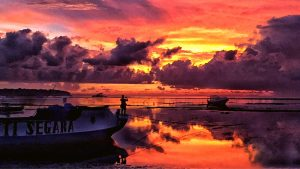 SUNSET GALLERY IMAGE ACROSS JUNGUT BATU BAY ON NUSA LEMBONGAN, BALI